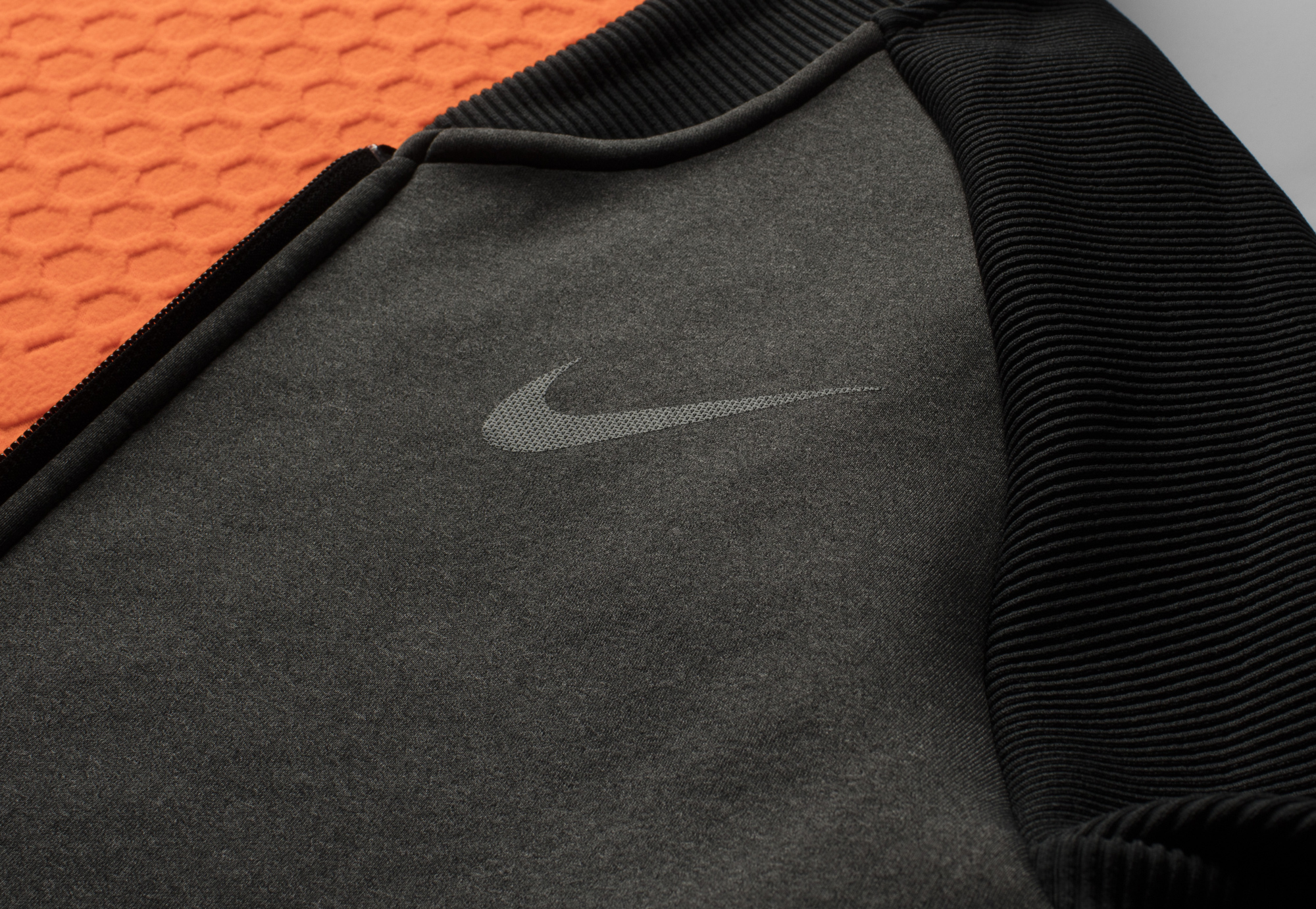 ho16_mt_nike_therma-sphere_max_bomber_jacket_detail_001